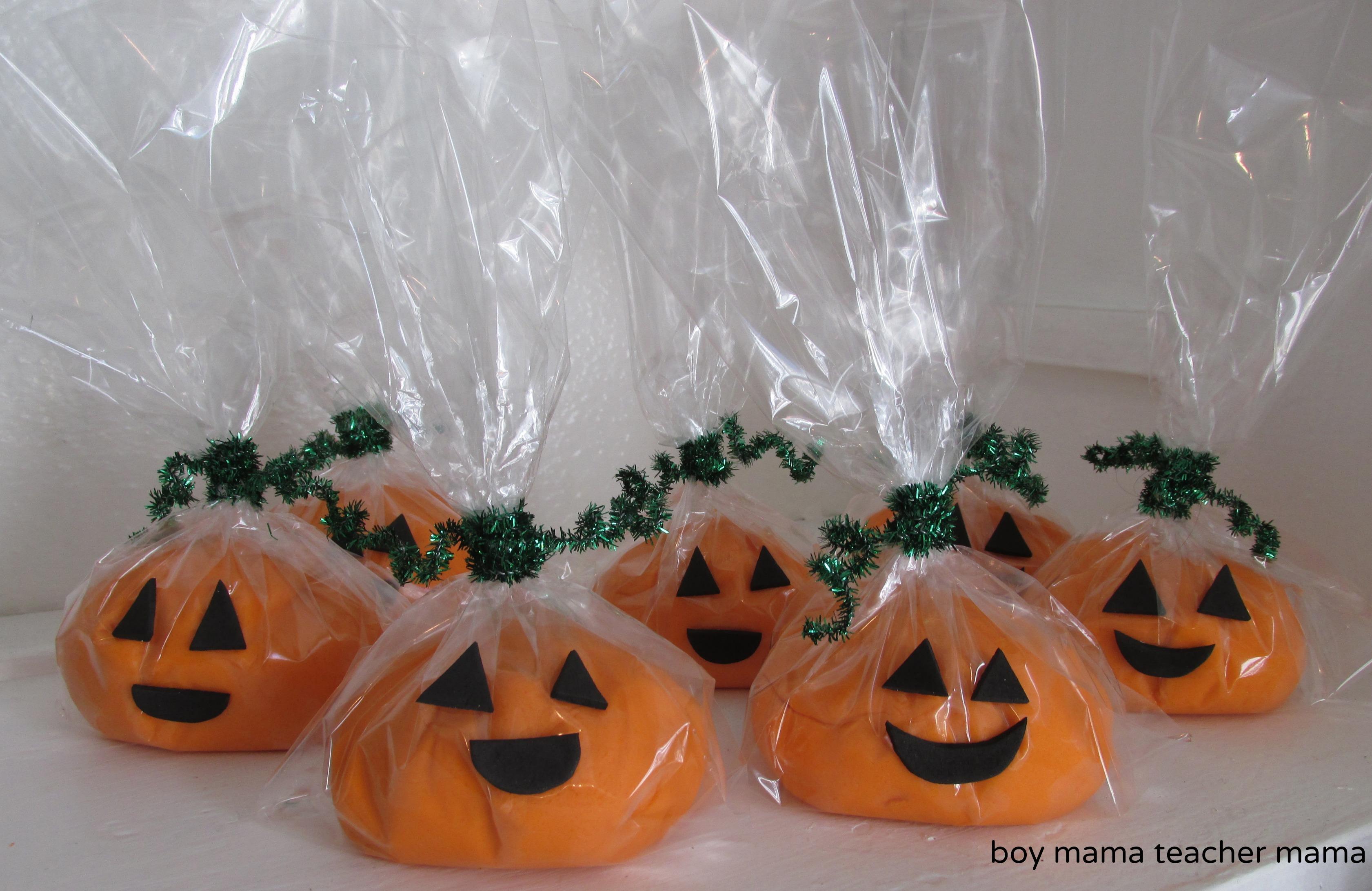 boy mama: play dough pumpkin face goodie bags - boy mama teacher mama